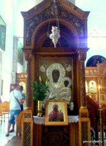 Икона Богородицы в серебряном окладе