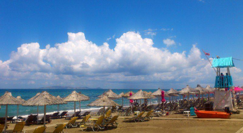 Пляж прекрасно обустроен