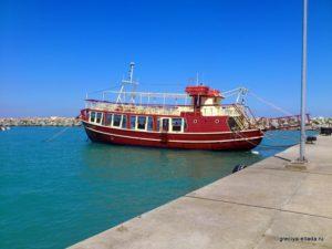 Яхта у причала