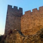 Стена и башня крепости Платамонас