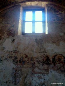 Роспись под окном. Церковь Святых Апостолов Петра и Павла