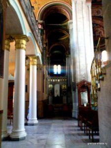 Мраморные колонны. Кафедральный собор Святого Мины