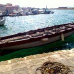 Лодка в бухте Ханьи