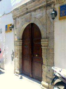 Дверь в венецианском стиле