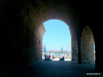 Вид на море из развалин венецианского арсенала