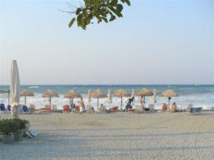 Платамонас, пляж в шторм