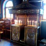 Свечной столик в церкви Четырех мучеников