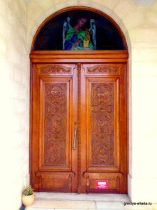 Дверь в храм Четырех Мучеников в Ретимно
