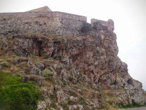 Вид крепостной стены Фортецца со стороны моря