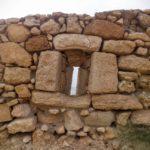 Бойница в стене крепости для стрельбы