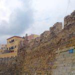 Зубцы стены и кладка крепости Фиркас