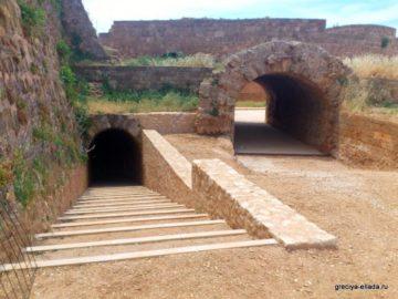 Арка и тоннель в крепости Фиркас