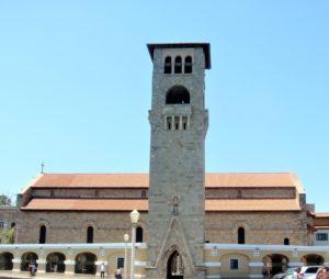 Вид башни с боковой части Собора Благовещения в Родосе
