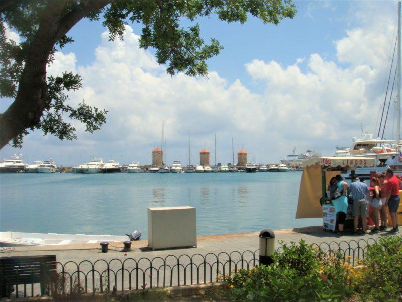 Родос, порт Мандраки, вид на мельницы