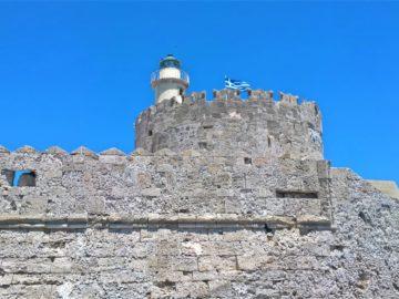 Форт Св. Николая в порту Мандраки в Родосе