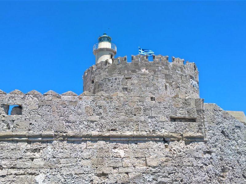 Форт Святого Николая в порту Мандраки. Родос