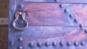 Старинная дверь Дворца Великих Магистров в Родосе