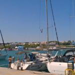 Яхты, пришвартованные в порту Мандраки