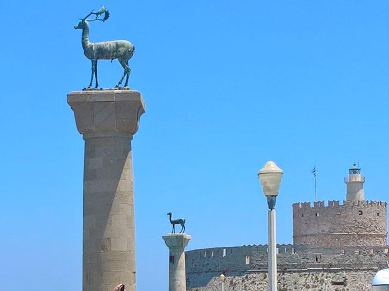 Символ Родоса - олени, спасшие город