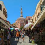 Вид на мечеть Сулеймана в Родосе с улицы