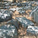 Каменные фрагменты античной архитектуры