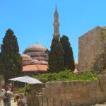 Минарет и купол мечети Сулеймана в Родосе