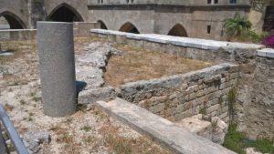 Остатки фундамента стен Храма святого Иоанна на улице Иппотон