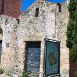 Фасад старинной церкви Святой Екатерины в Родосе