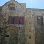 Сохранившаяся стена напротив алтаря церкви Богородица Бурго