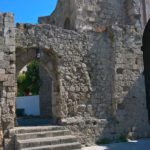 Лестница и входная арка храма Богородица Бурго