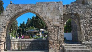 Арка части боковой стены храма Богородицы Бурго