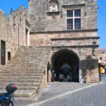 Лестница и герб на здании Кастеллании