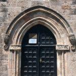Дверь в библиотеку в здании Кастеллании