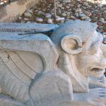 Грифон с головой льва, вид сбоку