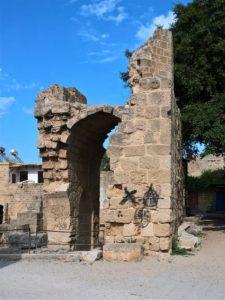 Остаток арочного входа храма Святого Михаила