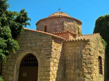 Старинный храм в Родосе