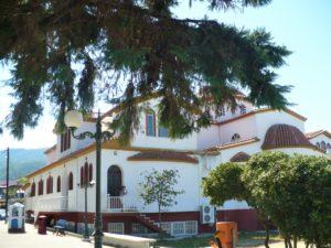 Платамонас, Храм Преображения Господня, вид с площади
