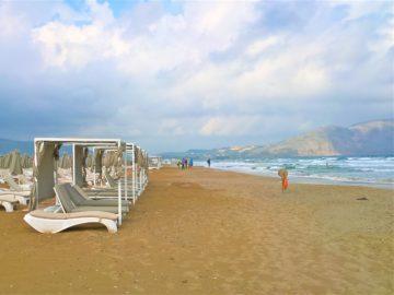 Пляж, Каврос