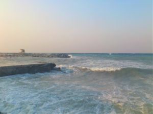 Шторм в море в Греции