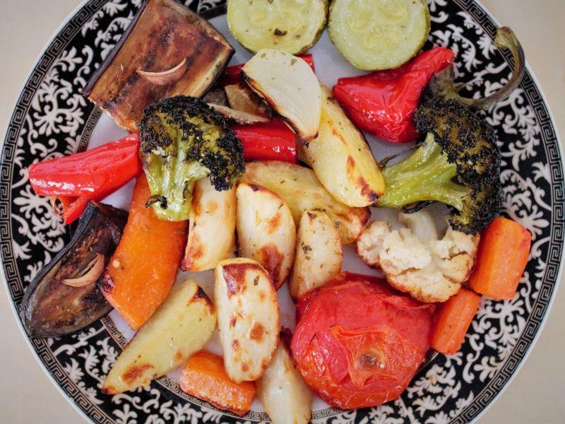 Овощи запеченные в духовке - фото