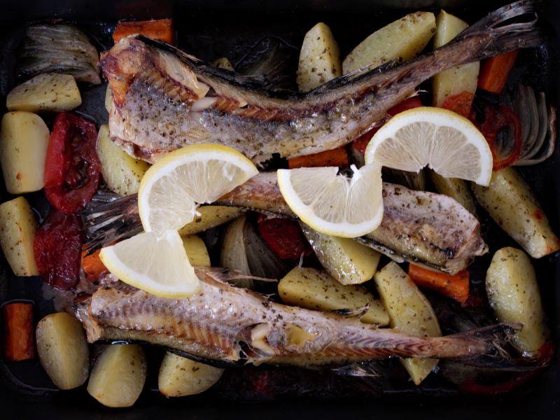 Рыба по-гречески в духовке - фото
